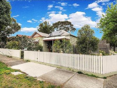 Flat to buy Oakleigh - High Ceilings