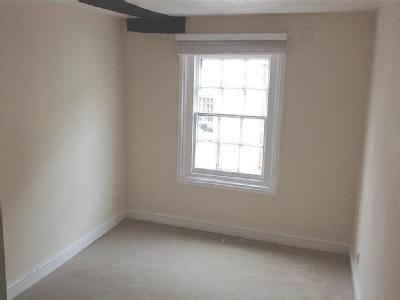 Flat to let, St Johns Alley