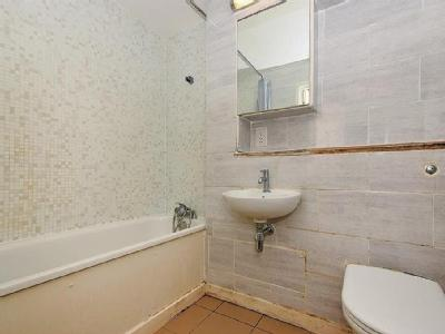 Flat for sale, Bath Road - Leasehold