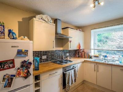 Flat for sale, The Drive - Lift