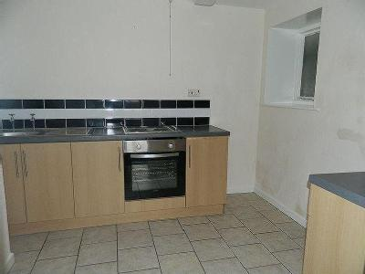 Well Presented Ground Floor Flat Located Within A Short Walk Of The Town Center