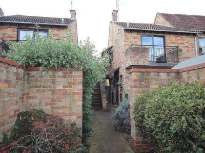 Maiden Place, Lower Earley, Reading