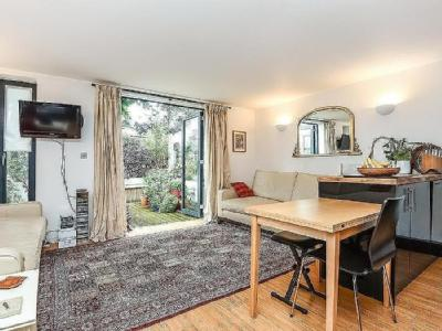Flat for sale, North Kingston