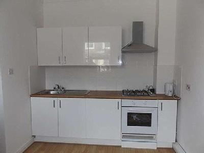 3 bedroom flat to let - Conversion
