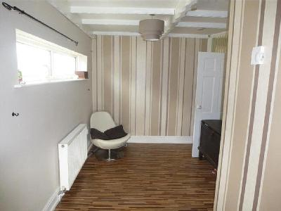 House to let, Wood Street - Garden