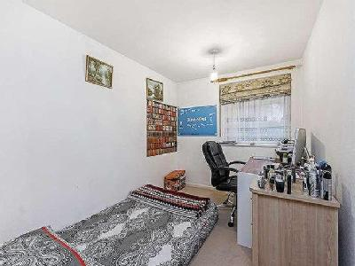 Flat to let, Red Road