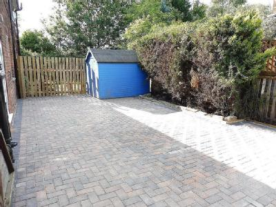 Flat to let, Reevy Road - Garden
