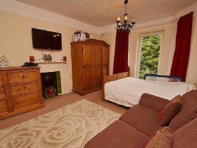 Upper Maxwell Road - Double Bedroom