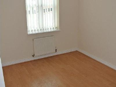 Flat to let, Dickens Close