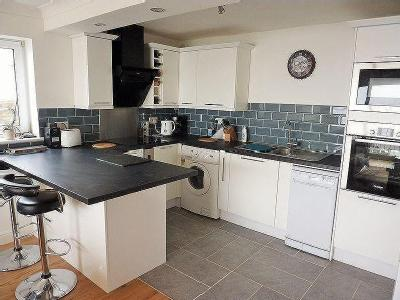 Purpose Built Two Bedroom Apartment With Overlooking The Channel