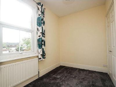 Flat for sale, Ashtead - Maisonette