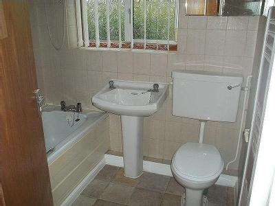 Lilac Close, Newark - Double Bedroom