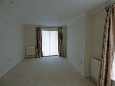 Flat to rent, Leatherhead