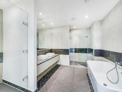New King's Road, Fulham Sw6 - Lift