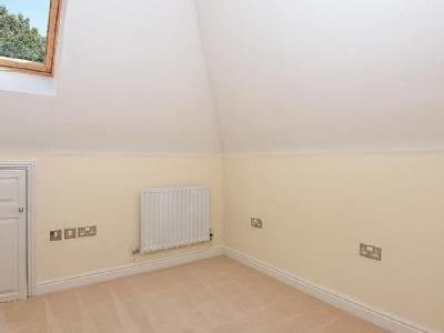 Flat to rent, Weybridge