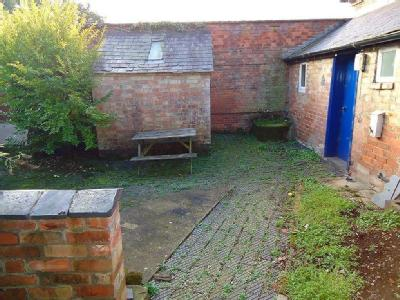 Leicester, Leicestershire - Cottage