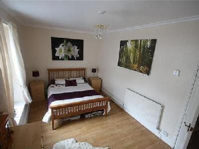 West Taff, Porth - Double Bedroom