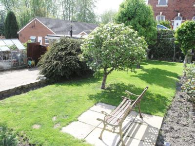Lower Wortley Road - Bungalow, Garden