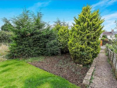 House for sale, Wood Lane - Garden