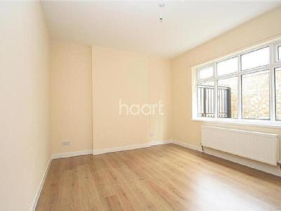 House to let, Queens Walk - Detached