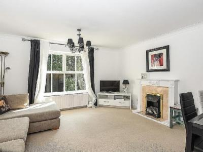 House for sale, Cobham - Terrace