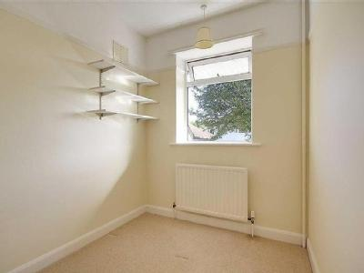 Beeches Avenue, Charmandean, Worthing, West Sussex, Bn14