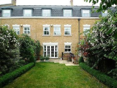 Clearwater Place, Long Ditton, Surbiton, Kt6