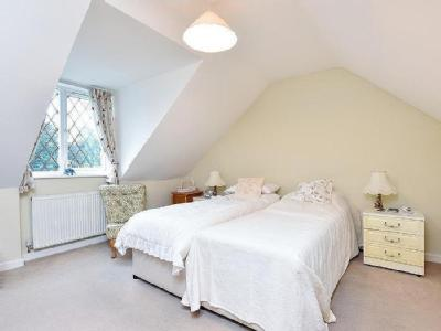 House for sale, Cranleigh - Detached