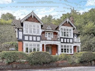 Shooters Hill, Pangbourne, Reading
