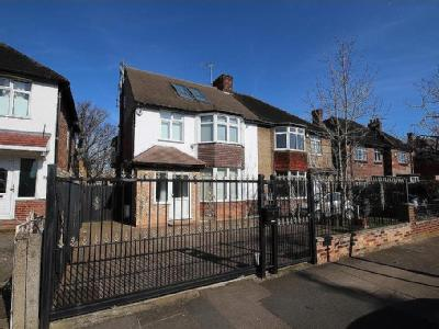 Creswick Road, Acton, W3 - En Suite