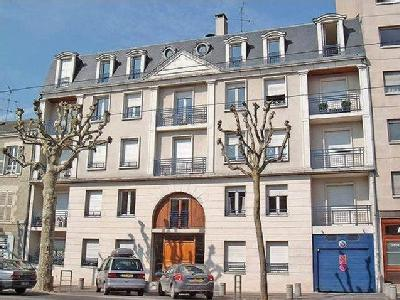 Saint denis en val appartement en location for Garage a louer orleans