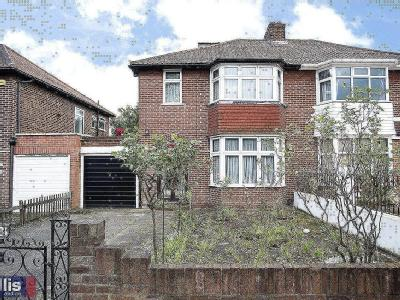 Cotswold Gardens, Nw2 - Detached