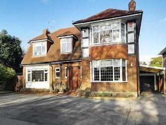 Upper Brighton Road, Charmandean, Worthing, West Sussex Bn14