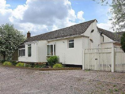 Highfields, Burntwood, Ws7 - En Suite