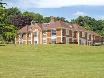 Le Court, Selborne Road, Liss, Hampshire Gu33