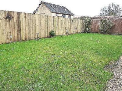 Bay Tree Avenue - Detached, Garden
