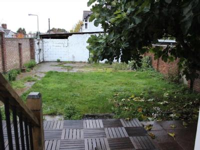 House to let, Horns Road - Garden