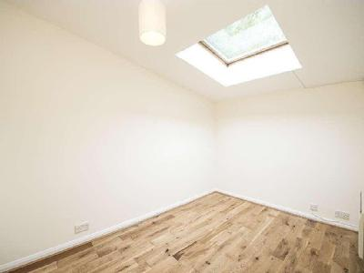 House to let, Mill Row - Reception
