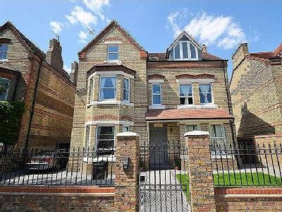 House for sale, Grange Park - Garden