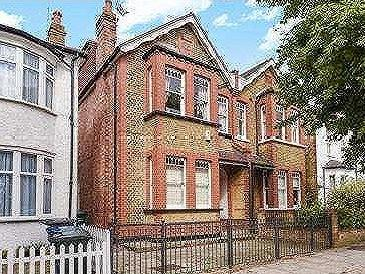 House for sale, Daws Lane - Reception