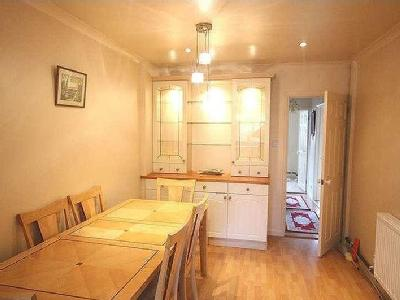 House to rent, Anerley Close - Modern