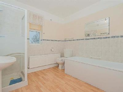 House to rent, High Road - Garden