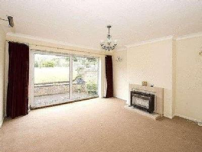 House to rent, The Broadway - Garden