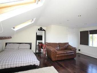 Shooters Hill Se18 - High Ceilings