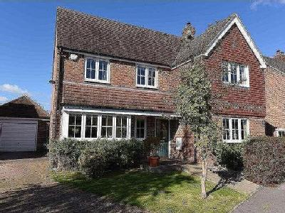 Rutherford Close, Highclere, Rg20