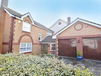 Louville Close, Paignton Tq4 - Modern