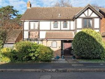Scott Farm Close, Thames Ditton, Surrey Kt7
