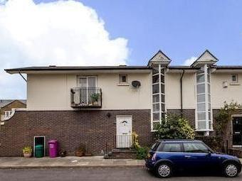 Chichester Way E14 - Double Bedroom