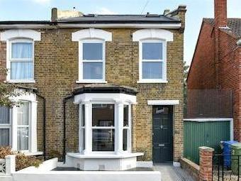 Lanvanor Road Se15 - Modern, En Suite
