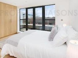 Tiller Road E14 - Balcony, Freehold